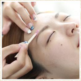 選びぬかれた肌に安全な化粧品を使用